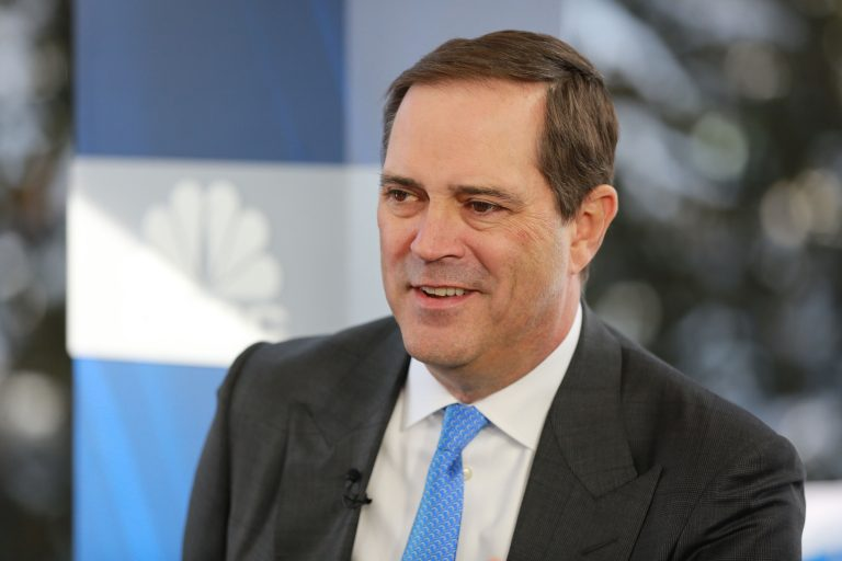 Cisco pops on strong revenue guidance