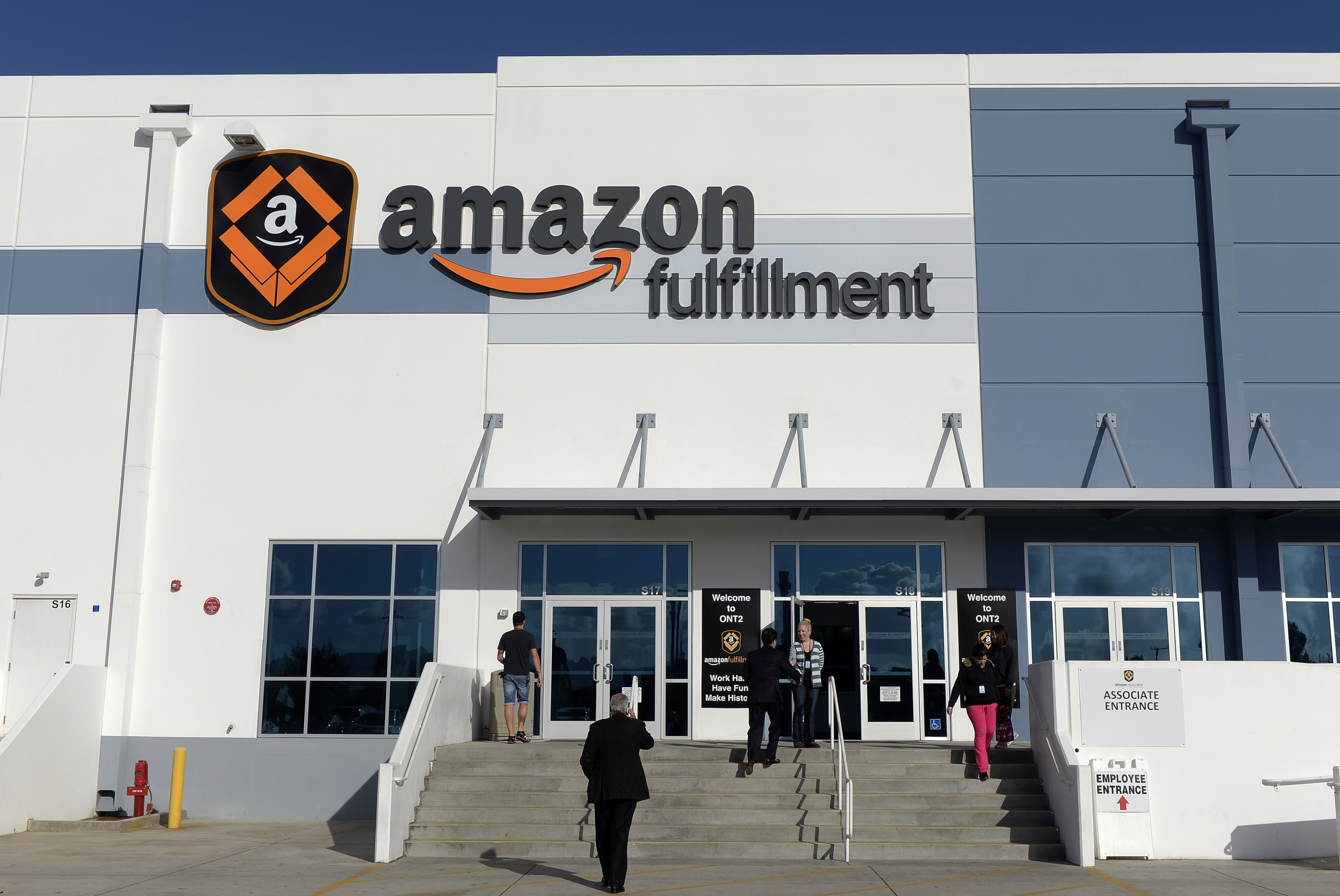 Amazon shows off its new warehouse robots