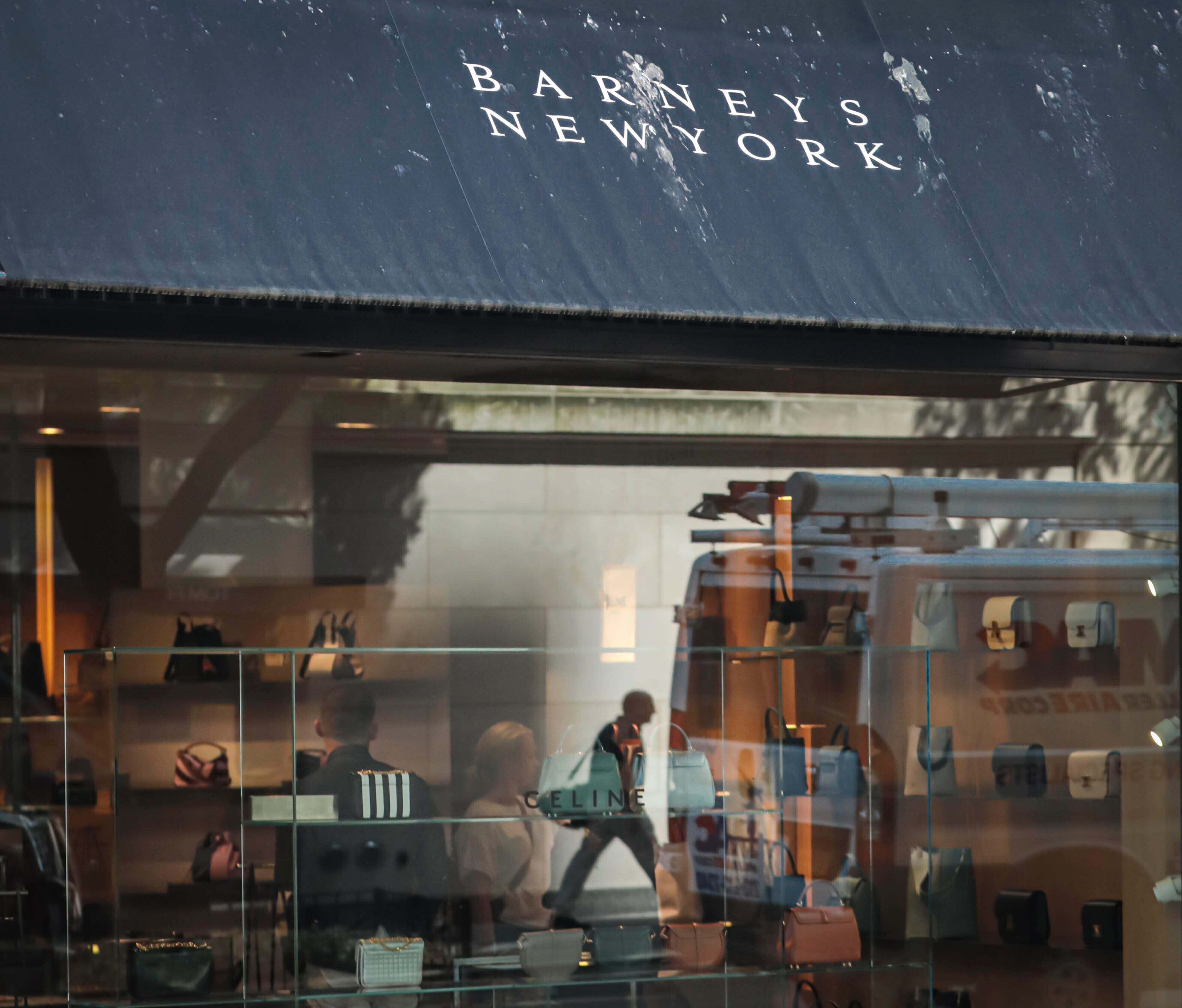 Retail flagship stores close as rent, online shopping skyrockets