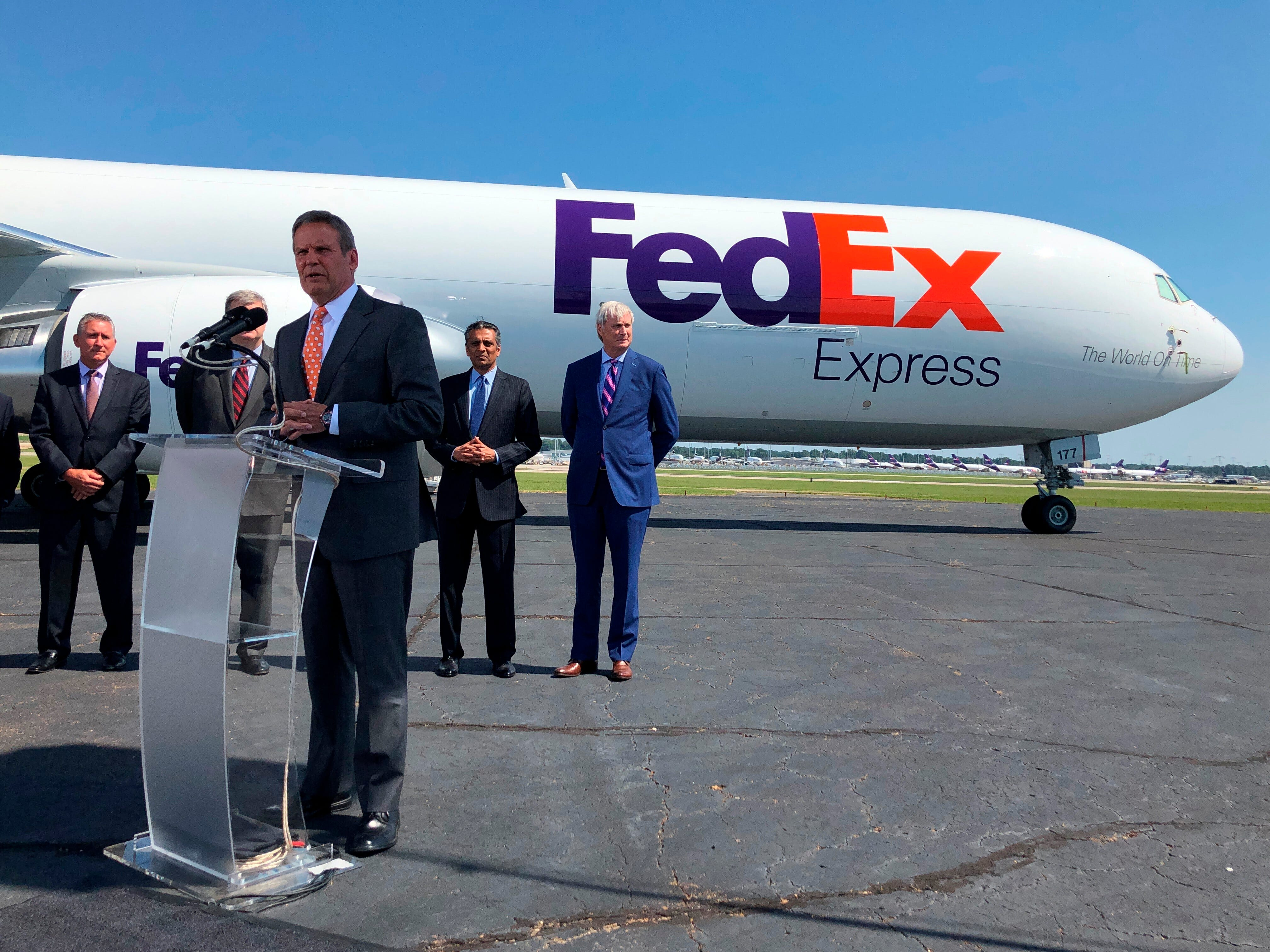 FedEx severs ties, will no longer make ground deliveries