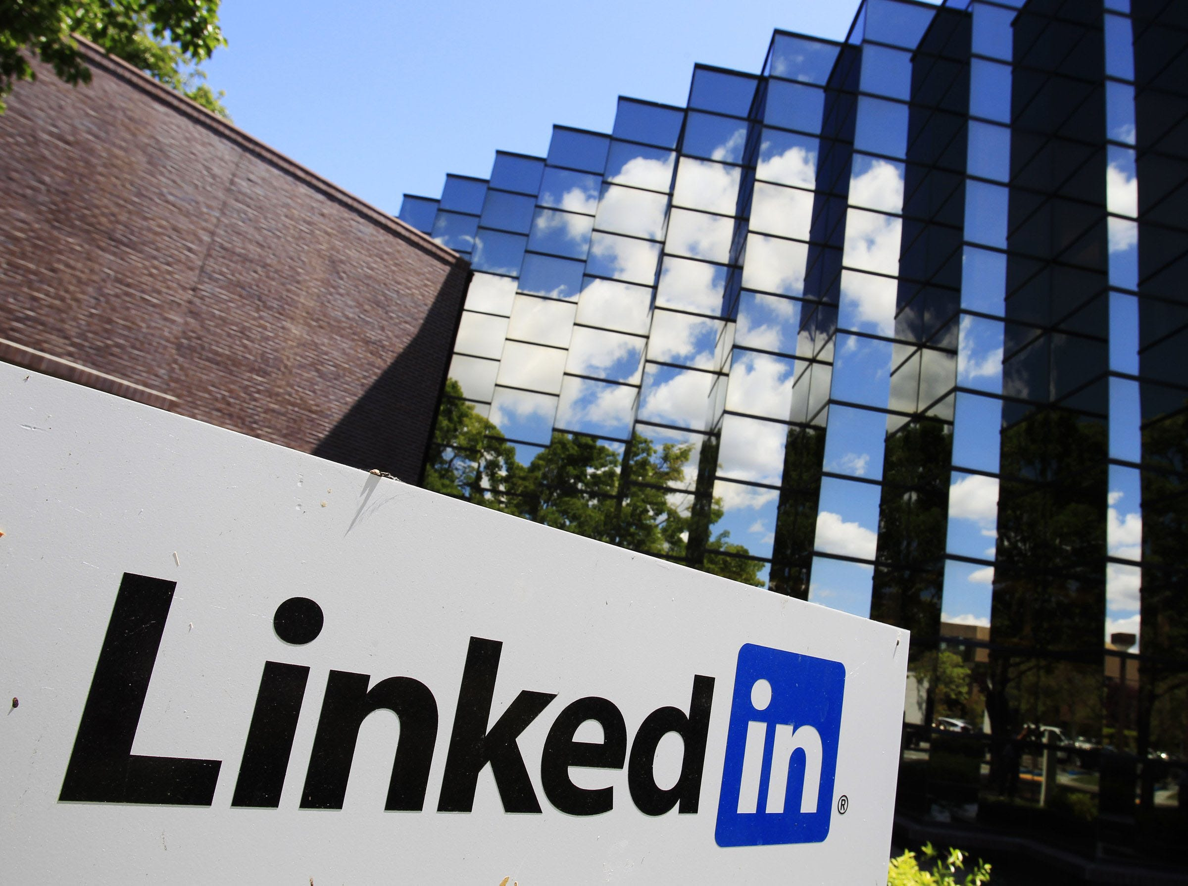 Interviewing for jobs? LinkedIn lets you get advice from friends first