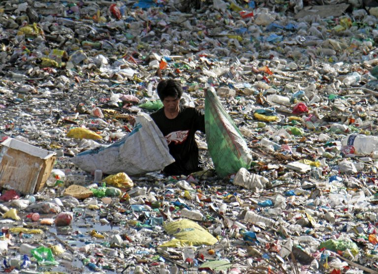 Small businesses can help c;lean up ocean pollution, one bag at a time