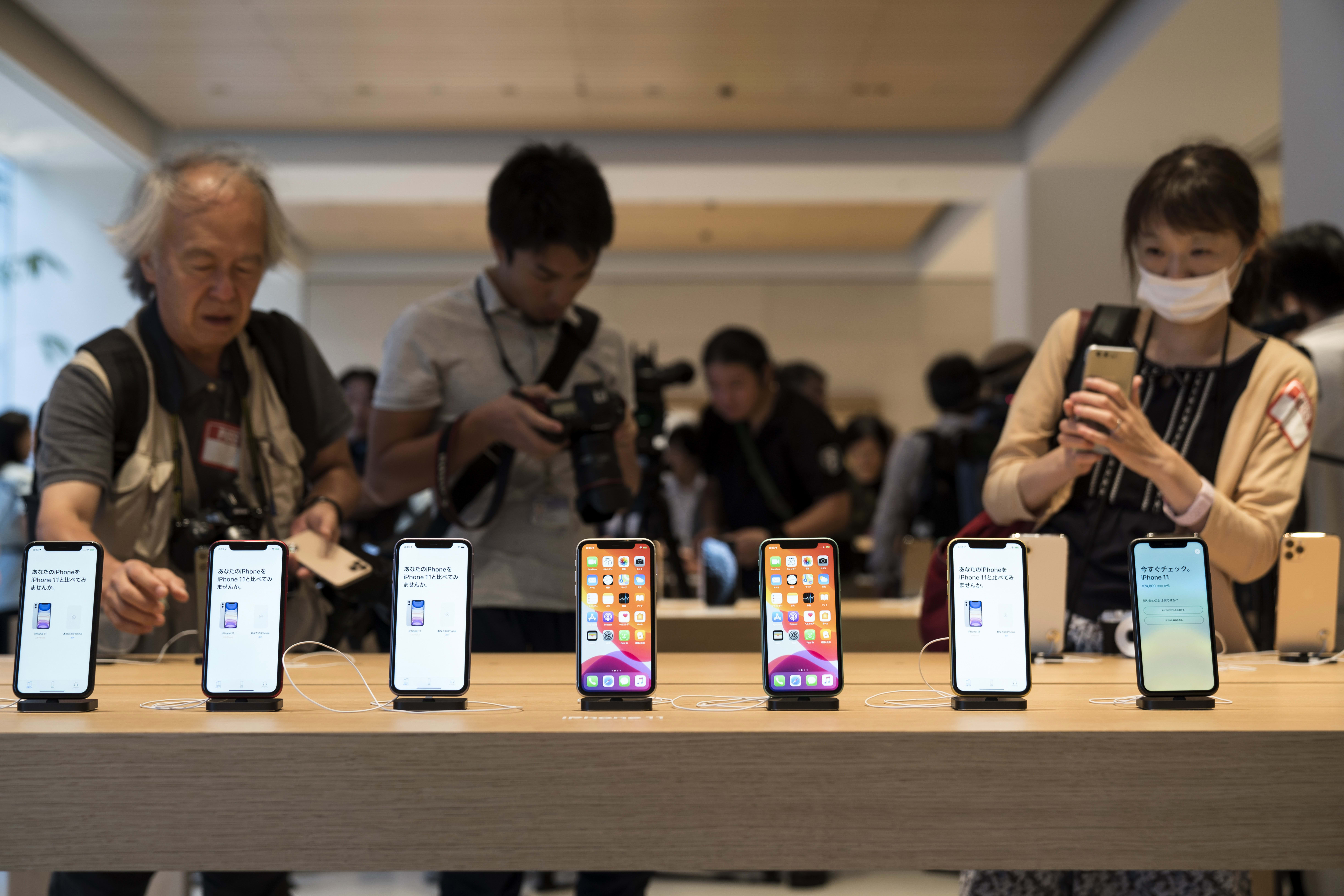Apple customers hold out for 5G despite lower prices on iPhone: Survey
