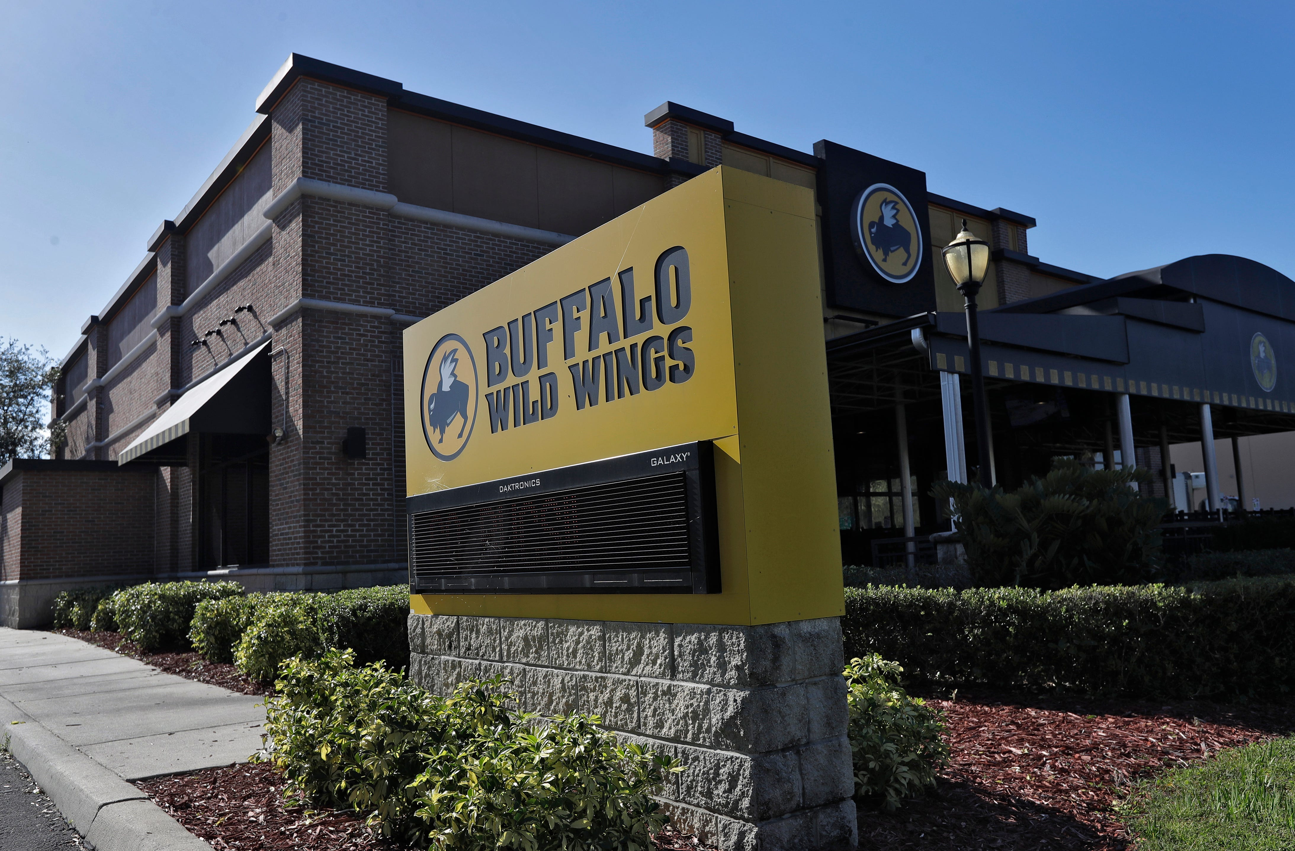 Buffalo Wild Wings, MGM partner for sports gambling, NFL mobile game