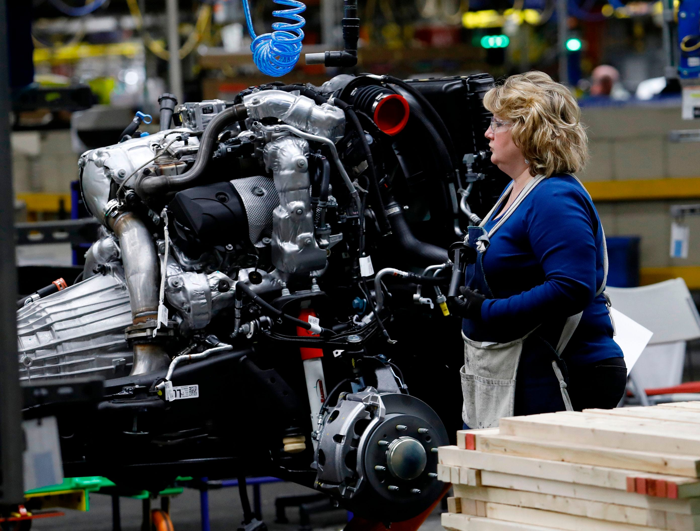UAW contract with GM expires as negotiations on new deal continue