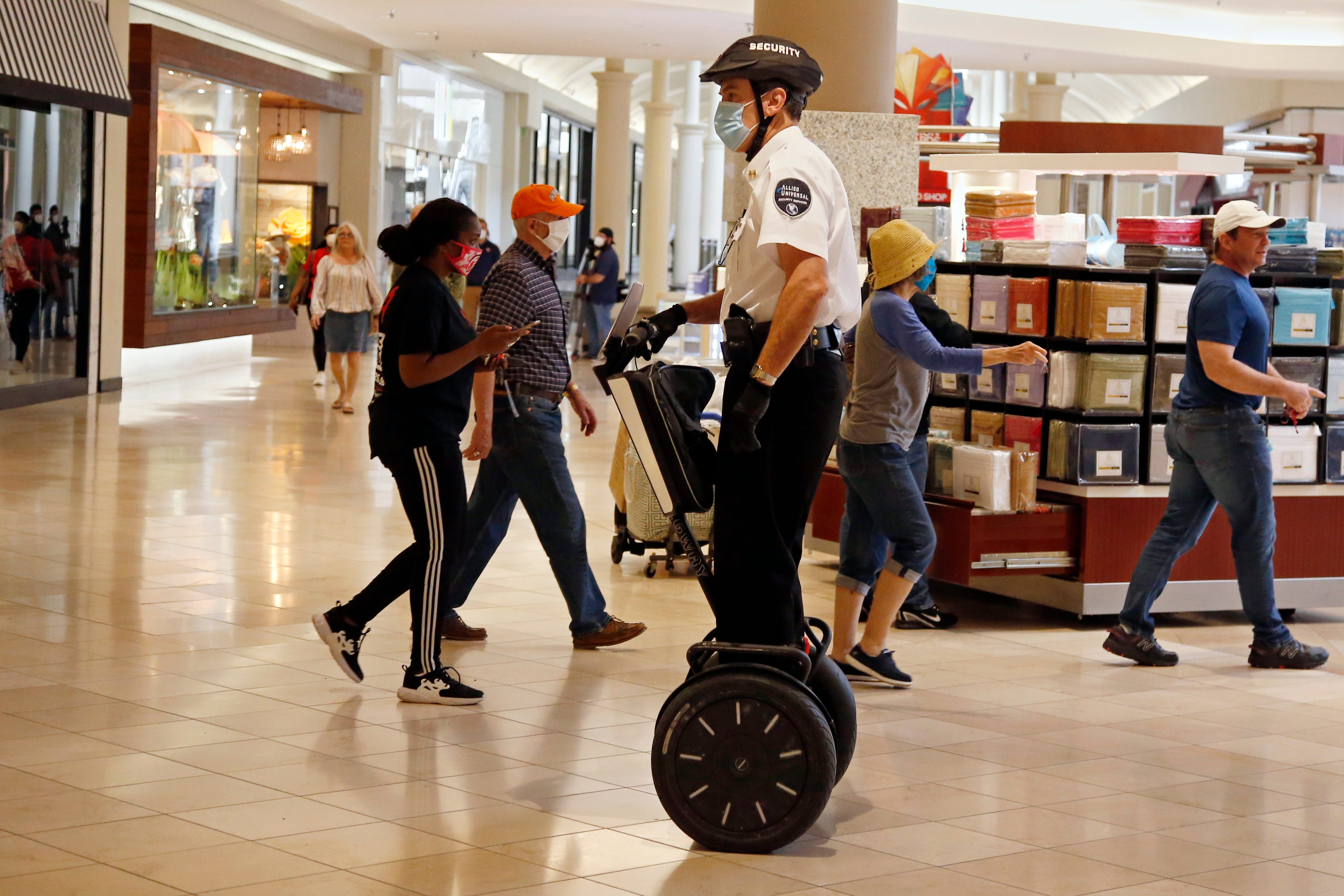 Store closings could speed up death of America's malls, retail changes