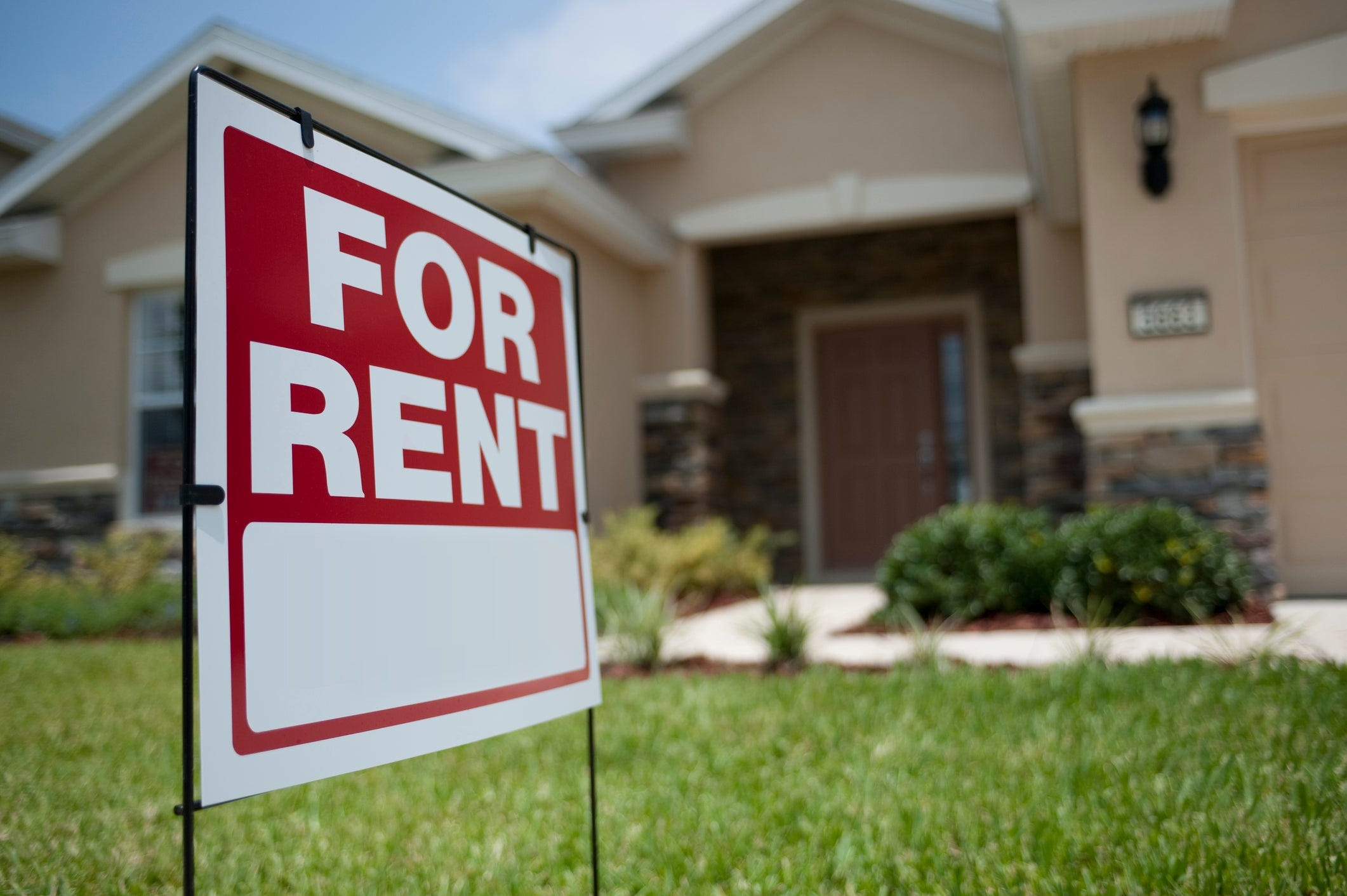 Landlords offer lease deals, discounts amid COVID