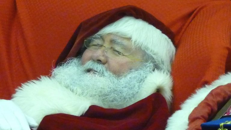 Is Santa Claus coming to town malls amid COVID-19?