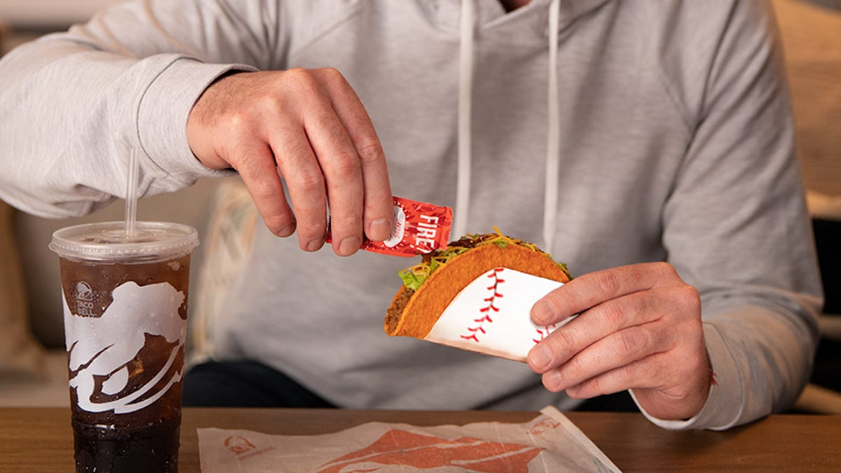 Free Taco Bell taco and Wendy's free chicken sandwich