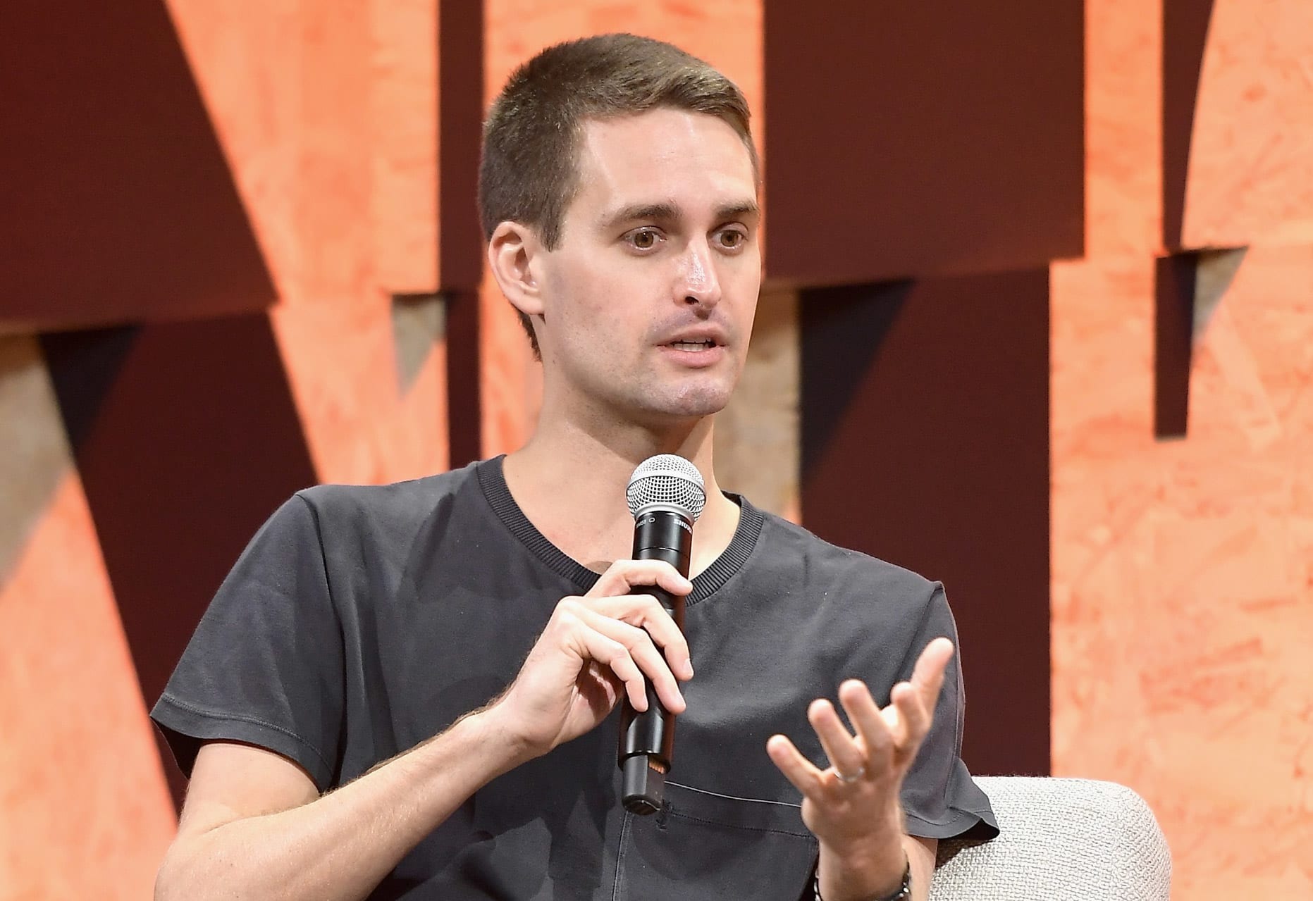 Snap stock climbs on optimism about augmented reality e-commerce, ad growth in 2021