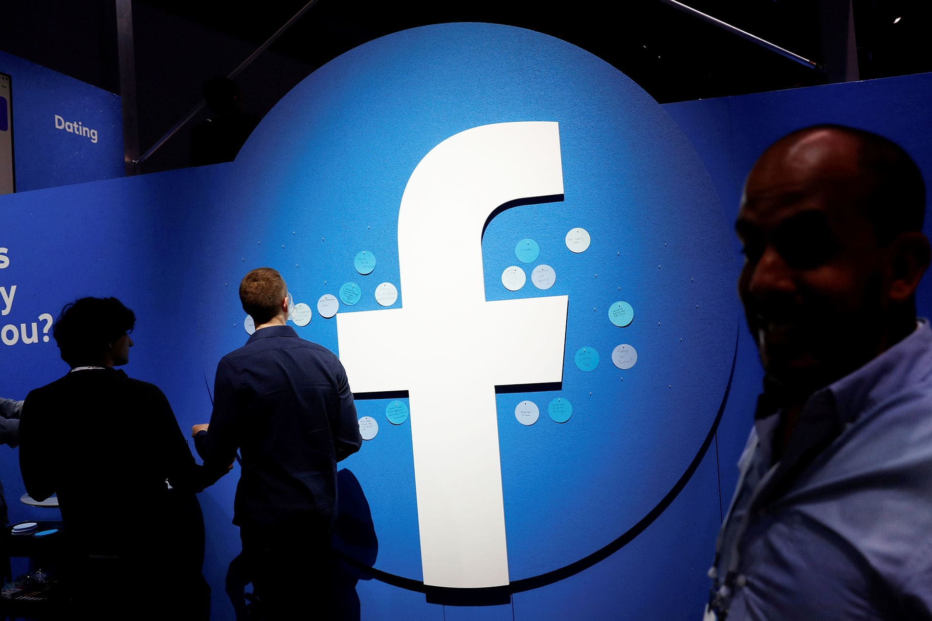 Facebook has more upside than Snap, two traders say. Here's the key level to watch