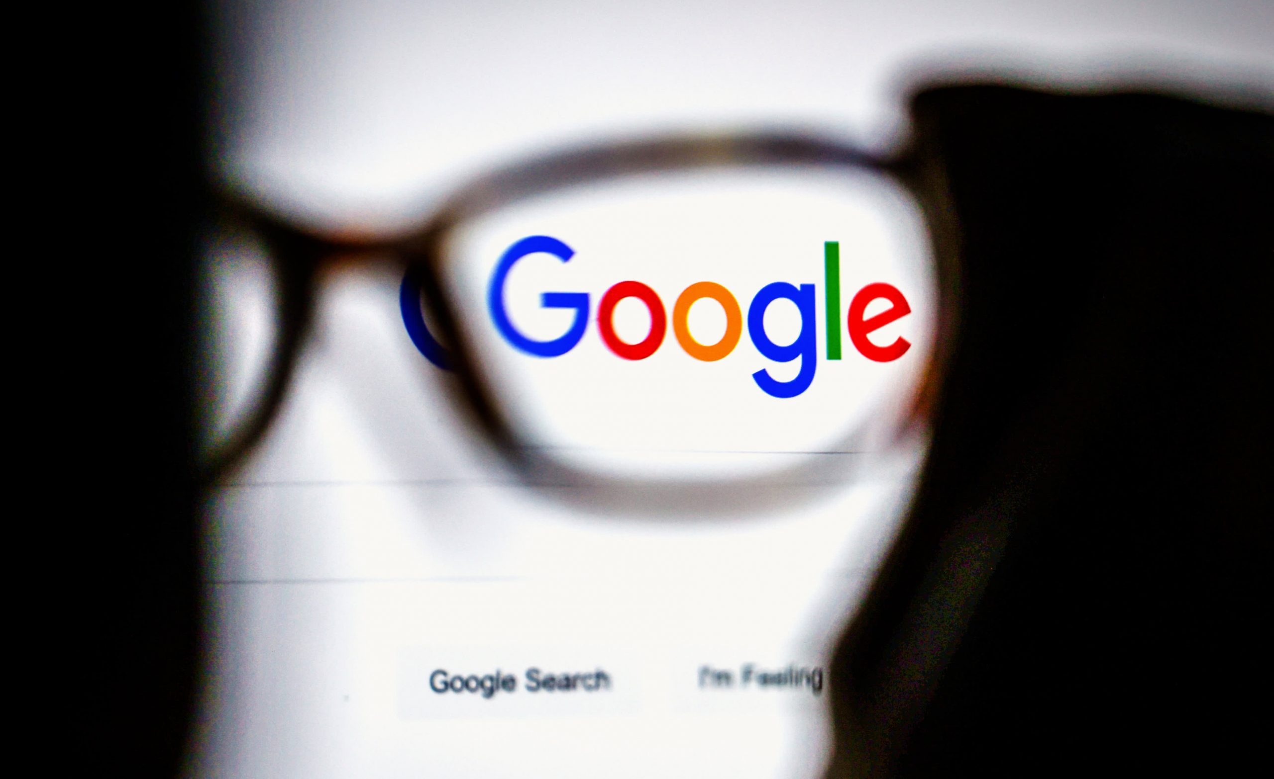 Russia threatens to slow down Google for failing to delete prohibited content, issues small fine