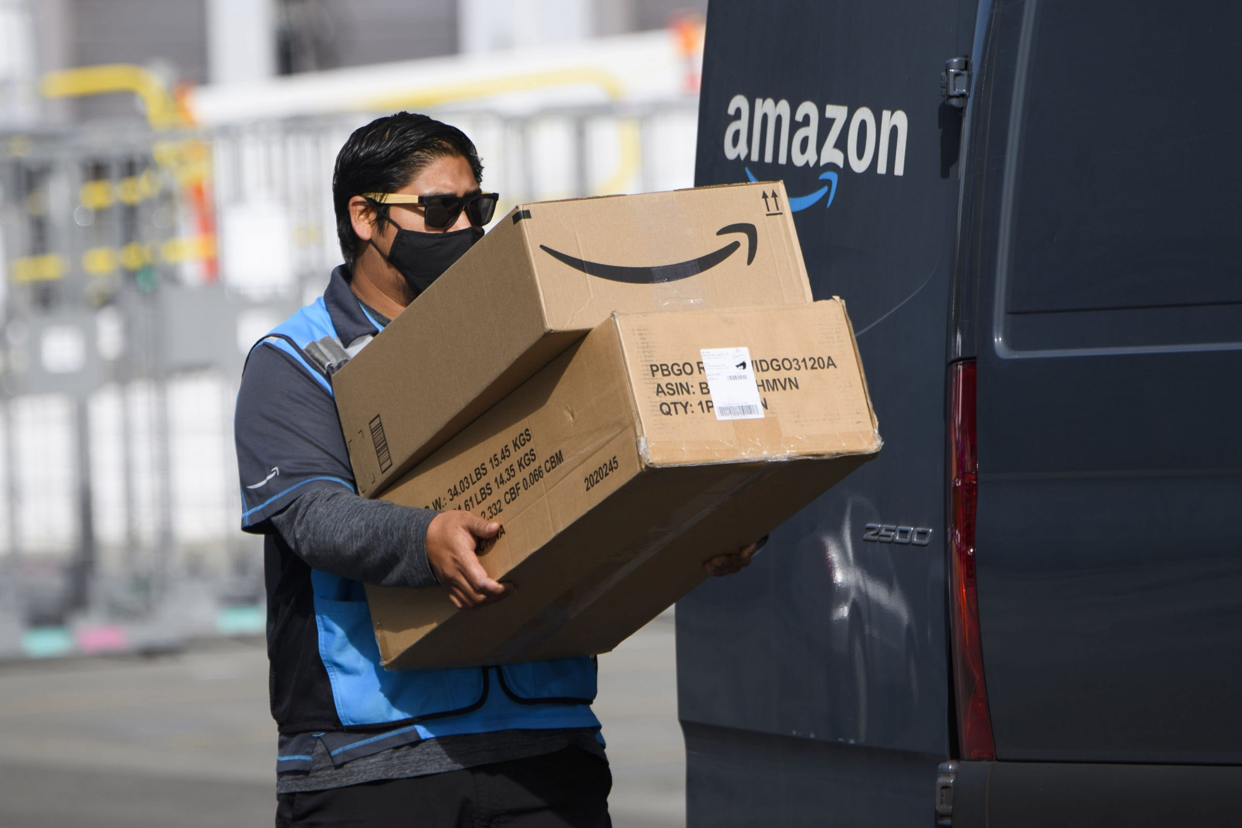 Amazon asks social media companies to help it root out fake reviews