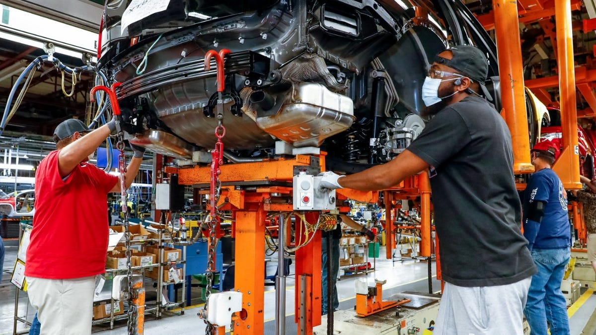 GM ships 30,000 pickups to dealers, but will idle several plants for two weeks due to parts shortage