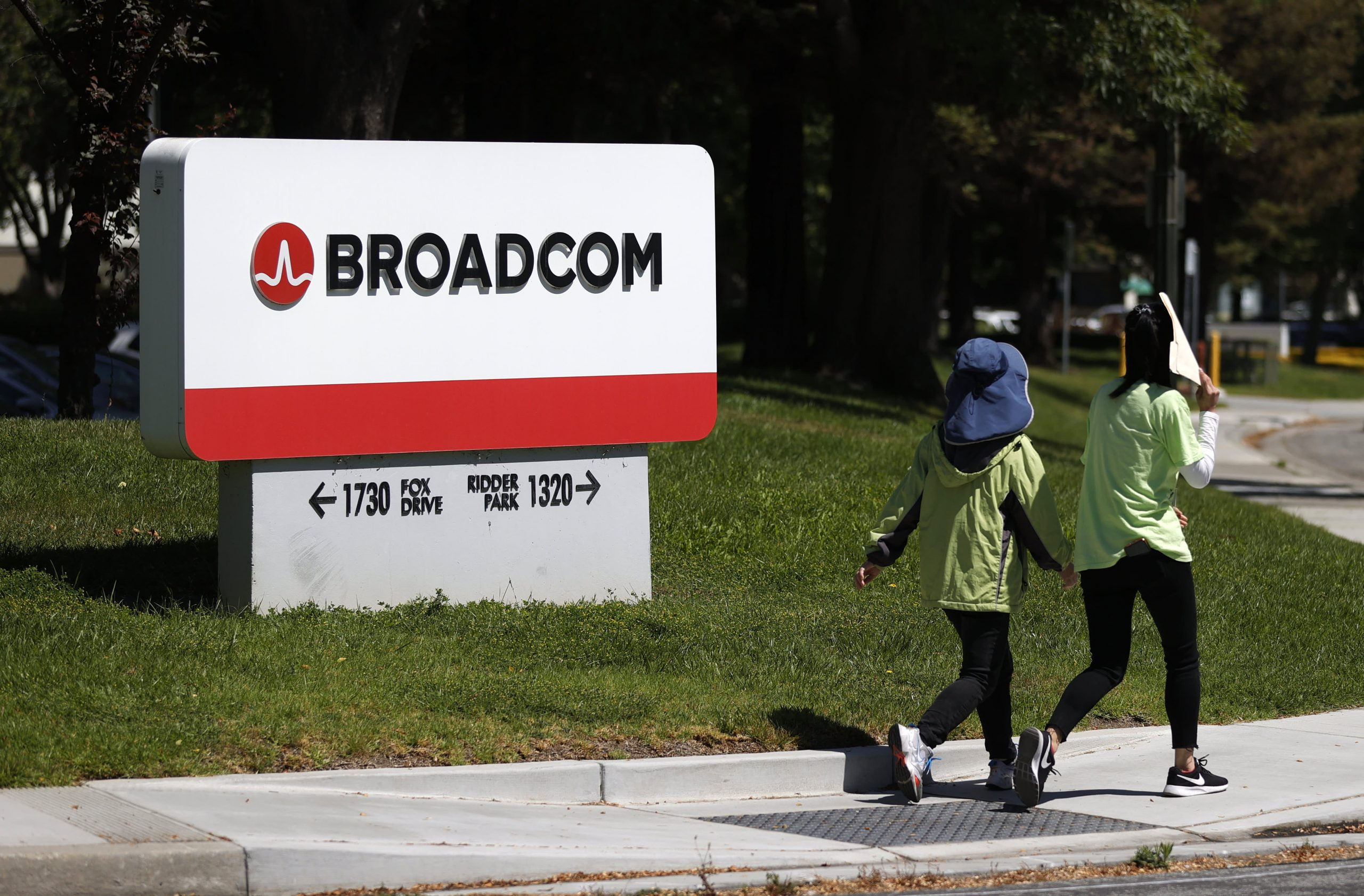 FTC charges computer chip supplier Broadcom with illegal monopolization