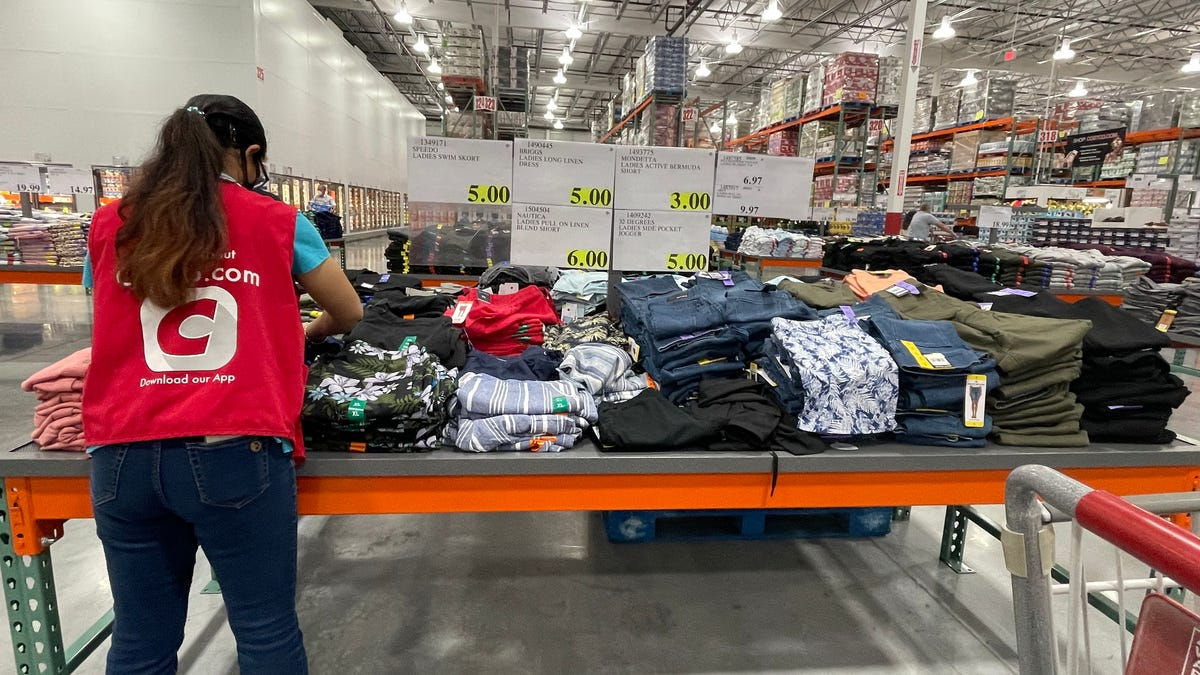 Costco deals: Here's the key to saving money so you can buy more $1.50 hot-dog-and-soda combos