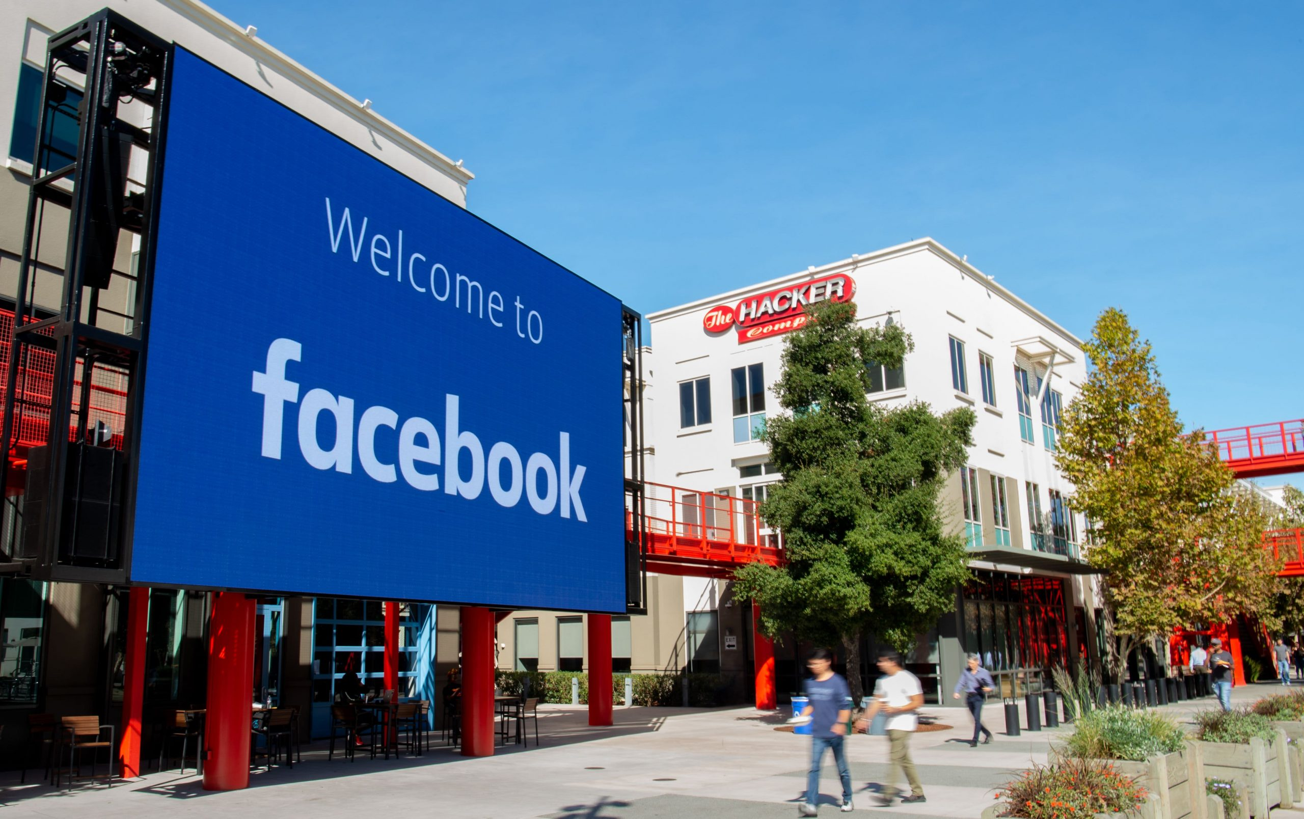Facebook makes some contractors come into offices despite delaying return for U.S. employees
