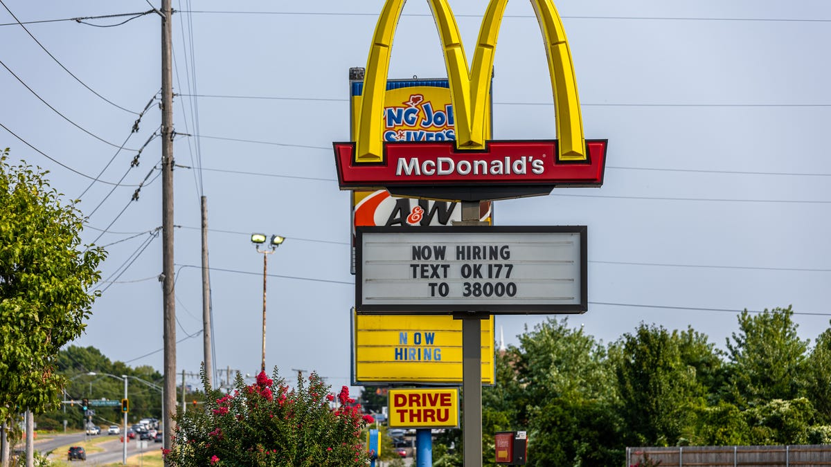 What restaurants are open Labor Day? McDonald's, Starbucks, Chick-fil-A, Chipotle and more